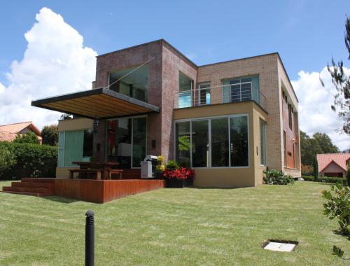 ¿Necesita asesoramiento en la compra y venta de propiedades en Medellín?