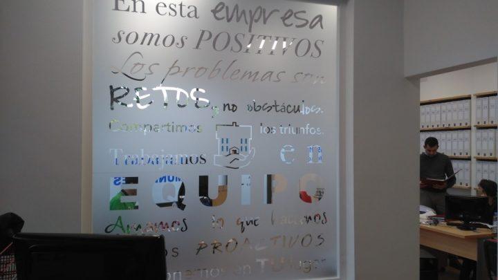¿Buscas una empresa de rotulado en vidrio en Barcelona?